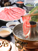 お肉の質の良さがわかるしゃぶしゃぶは秘伝の胡麻ダレでお召し上がりください。