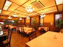 併設のレストランではリーズナブルにお食事ができます