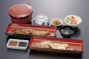 うなぎ大皿定食(サラダ、肝吸い、香の物、ご飯)