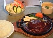 肉料理専門店がこだわって創った国産黒毛和牛100%のハンバーグランチ。150gとボリュームも十分。