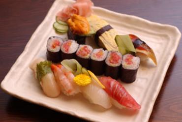 新鮮な魚介を贅沢に!『鮨八にぎり』