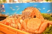 活いかの透明感と本来の甘み、食感は絶品。その日にとれたものを、毎朝漁港よりお客様にお届けします。
