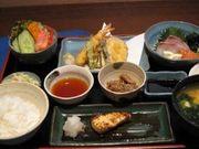刺身・天ぷら・焼魚・サラダ・小鉢・みそ汁・ご飯・漬物・フルーツ              【1階 がらく亭】