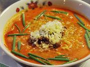 自家ブレンドの豆板醤と香辛料入りスープとすりゴマのハーモニー