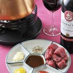 5種のソースで楽しむ『牛ヒレ肉のオイルフォンデュ』