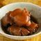 奄美の黒糖と醤油、焼酎を使い、3時間煮込んだ『豚足の黒糖煮』