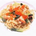 """葉野菜と牡蠣、ドライトマトの""""ペペロンチーノ""""スパゲティ"""