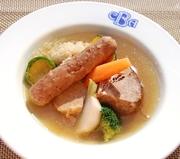 ※お肉と旬の野菜、酢漬けキャベツで作るアルザス地方のポトフ料理 (価格は税抜)