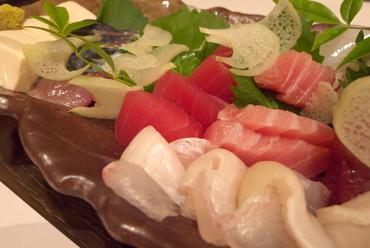 お座敷で、ほっこり、おいしい旬の味覚のお料理を囲んで忘年会☆