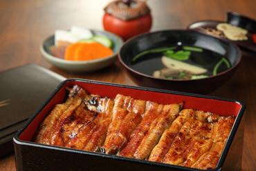 新鮮な静岡県産のウナギを、オリジナルのタレで焼いた『鰻重』