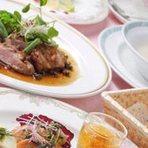 鴨肉料理は代表的なフランス料理。調理時間に気を使い、素材の美味しさを生かし甘めの本格的なソースで仕上げています。食べやすく柔らかなお肉でお出ししてコースでもアラカルトでもご用意しています。