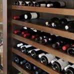 フレンチに欠かせないワインは品質を保つワインセラーに保管しています。また本場の味を生み出すフランス産の食材を仕入れ、特製ソースにこだわって仕上げています。旬を感じ、鮮度にこだわる食材は地元調達です。