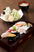 百万石の鮨セット お勧めにぎり10貫 加賀野菜の天ぷら お味噌汁 とってもお得なセットです。