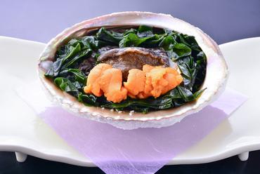 魚料理の一例『鮑塩釜焼き』