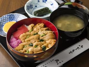 地元三陸産の新鮮ウニをたっぷりのせた『生うに丼』