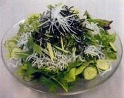 シャキシャキ大根としらすを合わせ、胡麻と梅と大葉の相性抜群! ポン酢仕立てさっぱり和風サラダ。