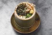自家製の豆腐を孟宗竹の中で手造り、薬味たっぷりで召し上がれ