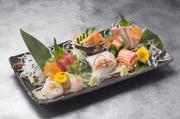 その日の入苛した新鮮な魚を盛り合わせました!