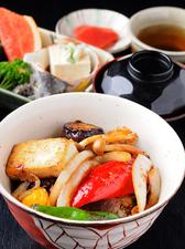 お肉のとろけるような味わい『飛騨牛カルビ丼』