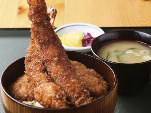 素材に合わせた油と揚げ加減が絶妙な『海老ヒレ丼』も人気です。