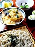 当店一番人気。手打ちそばと選べるミニ丼(三種類)付で男性も女性も大満足のお膳です。
