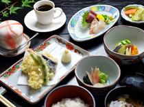 和食のものが一通り食べられ値段も手頃な、おすすめの『石水膳』