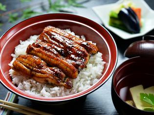国産の活鰻を使った『鰻丼』は、期間限定で召し上がれます