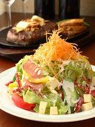 チーズ、サラミ、生ハムのイタリアンサラダ 820円