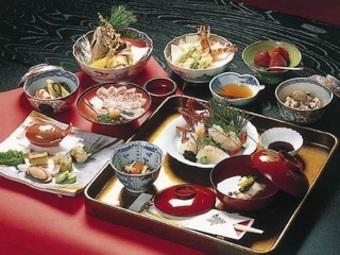 祝い魚、祝い前菜、御赤飯など時期に合わせてご用意いたします。