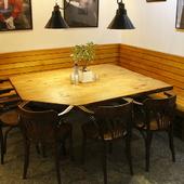 ベンチシートのテーブル席