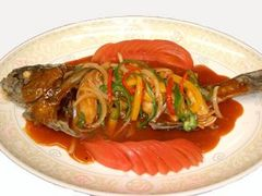 前菜3種、小籠包、桜鯛の香港風お造り、海老の卵白揚げ、大和牛の柔らか煮など全10品のフルコース