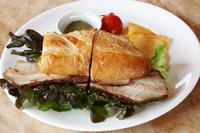 (Drink Set 1450円+税 単品 1250円+税)自家製ベーコンをバタールに挟んだベーコンサンドイッチ