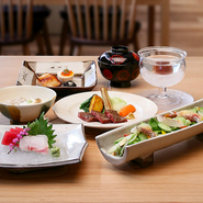 各種定食やコースがございます。