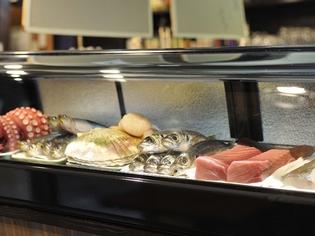 新鮮な魚と旬の野菜にこだわり毎日仕入れて提供している