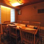 モダンジャパーニーズな雰囲気の個室。