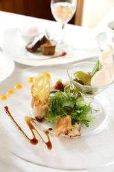 ランチ  2600円 ディナー 3200円 (ワンドリンク付き) メイン料理を数種類からチョイスできます!