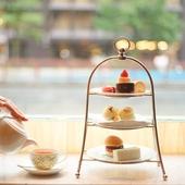 スタイリッシュな空間で 大人の時間を彩る紅茶やスイーツを満喫