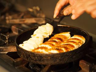 『焼ぎょうざ』で使用する「鹿児島産茶美豚」や「九州産野菜」