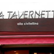 気軽に立ち寄っていただきたくて、店名に大衆食堂を意味する【タベルネッタ】と名付けました。普段使いから記念日まで、使い勝手に合わせてお使いいただけます。