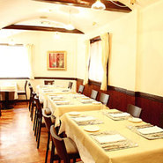 おいしい料理と、楽しい会話。落ち着いた雰囲気で、歓送迎会にもぴったり。身も心も弾むひとときをお過ごしください。