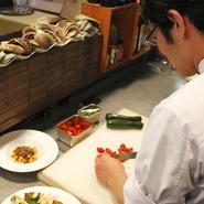 イタリア人ならこの素材を使ってどう調理するか。日本に居ながら、イタリアの味の再現を目指す山本さん。