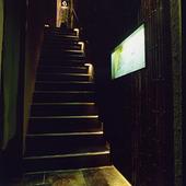 入り口へとつづく階段