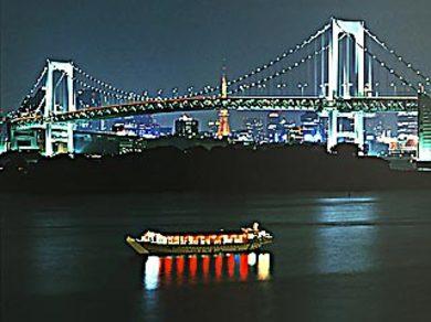 東京湾で優雅な宴会を
