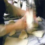 パンとピッツアはお店の人気メニュー