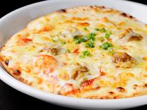 地元グルメ・奥美濃カレー認定の郡上肉みそカレーのピザ