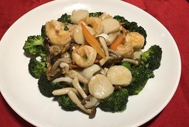 季節野菜と海鮮三種の炒めもの