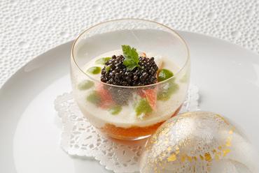 コンソメゼリー 蟹キャビアのアンサンブル