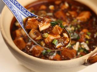 麻(=痺れ)と婆(辛み)2種類の山椒が深みを生む「豆腐豆腐」