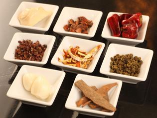 漢方食材は薬効があるだけでなく、味の決め手にもなるんです。