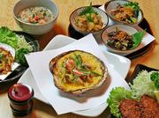 けの汁、ホタテ貝みそ焼、ホタテとイカのメンチ、郷土料理三品盛り(季節により内容変更)